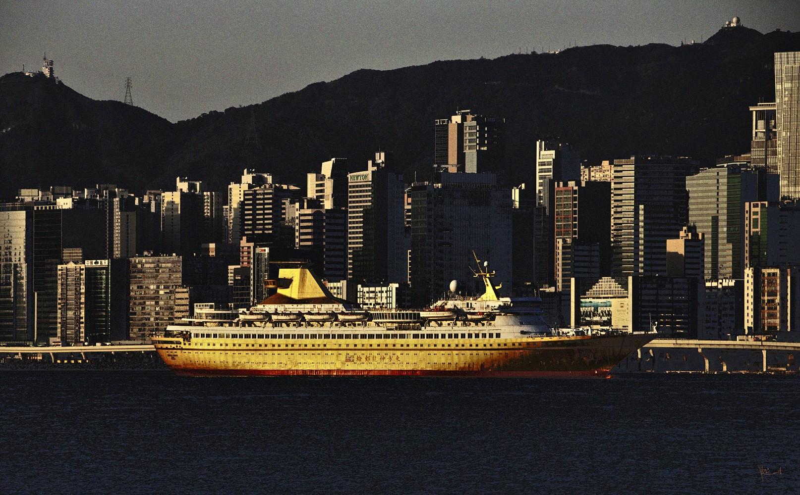 Golden Cruise Ship, HK